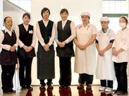 \\メイン業務は、「料理運び」// 宴会場のお客様に料理を運んだり注文を聞いたり…etc 複数名で業務にあたるので、安心♪*