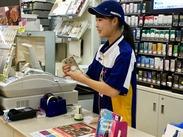 お仕事中もずっとワクワク!愛されるコンビニづくり☆ お客様が楽しくなるような店内に装飾したり、 ソフトクリームを作ったり♪