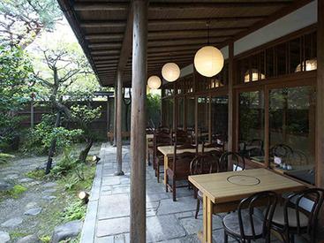 まさに「京都ならでは」のお仕事♪初夏には爽やかな風を感じながら、働けます◎