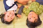 子どもたちの笑顔に癒されながらお仕事ができます◎ ※写真はイメージです
