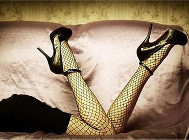 まるで脚の一部とも言われる、脚線美をかなえる高級靴☆特に日本人の足に合うと言われ、ファン多数☆