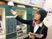 女性スタッフ活躍中♪駅構内でのお客様の案内など!最初は先輩が隣についてサポートしてくれるので、未経験でも大丈夫◎