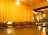 天神から徒歩10分!!≪交通費支給≫ 温泉の種類も豊富!!≪つぼ湯や足湯なども≫ 勤務後の疲れを癒してくれます♪