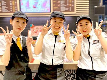 *// クルーはみんな仲良し //* 和気あいあいと楽しく働けます! 高校生~シニアまで、幅広い年齢層が活躍中!
