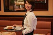 憧れの成田空港で働くチャンス☆ 幅広い年代のスタッフが活躍中のお仕事です! ※写真はイメージです