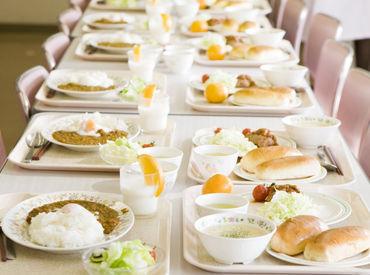 【盛り付け・配膳STAFF】キレイな介護施設のレストランで盛り付けや配膳をお願いします☆調理、介護なし⇒専門STAFFが行います◎学生さんも歓迎♪