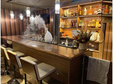 =キレイな店内のカラオケバー♪= シフト融通も利くので、 日中はレギュラーバイト、 夜間はKaraoke Bar BOOで決まり◎