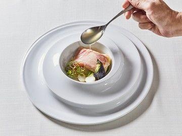 簡単な作業からスタート!披露宴を彩るお料理のお手伝いをお任せします。
