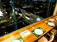 ディナー時は、川越駅・列車・街並みを見下ろす夜景がバックのBARカウンターが本格オープンして大好評。お酒も充実!