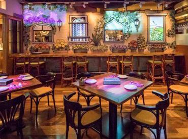 【体験型レストランStaff】キラキラ光るステンドグラスに魔法のようなプロジェクションマッピング…SNS映え抜群のお店♪オシャレMENUもまかないで0円*