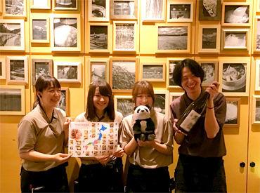 こちらは上野店のスタッフたち!「上野だから…パンダ持ってます♪笑」毎日楽しくやってます◎\ぜひお店の様子を見に来てね~/