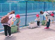 """「毎日お水をあげようね~♪」「園庭のお花が咲くのが楽しみだね☆」4月にOPEN!ピカピカの保育園♪まずは""""見学""""からでもOK★"""
