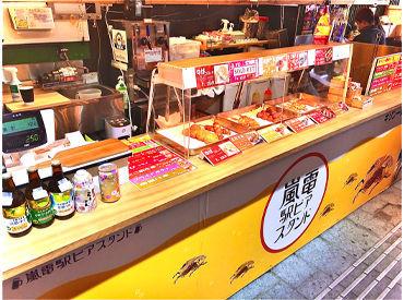 """毎年大人気!嵐山駅に、特設の""""駅ビア""""が登場♪ビールを入れたり唐揚げを揚げたり、カンタンな調理にもチャレンジできます◎"""
