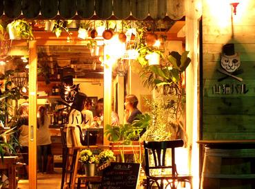 【店内STAFF】街中の森の隠れ家レストラン★*美味しい無料まかないで食費も節約?!流行りのオシャレバルでお仕事始めませんか?♪