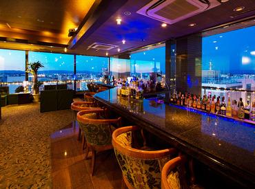 【バーカウンタースタッフ】≪ 週末勤務大歓迎 ≫\絶景が広がる…/ホテル最上階の優雅なバーで週3日×5h~お仕事♪