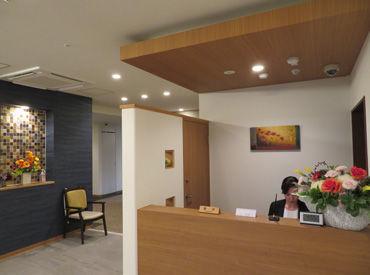 ≪職場は落ち着いた雰囲気!≫ サービス付きシニア向け住宅で フロントのお仕事をお願いします★