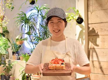 """高級食パン専門店""""嵜本""""でNEW STAFF募集中★ カフェも併設されいる為、パン好きはもちろん、カフェバイトに興味がある方も◎"""