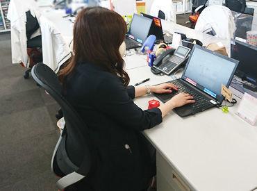 ↑実際に働くスタッフの様子◎ Wワークをしながら働く事もできます! フルタイム(月20日)勤務も可♪ <*フリーターさん歓迎*>