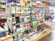気になる本があったら社割で購入もできますよ◎読書好きの方におすすめです! ※写真は他店です。