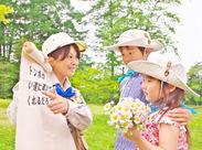 森の探検や川遊びなど、子どもたちの自然体験をサポート。たくさんの笑顔に癒されます★