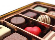 ケーキやチョコレートなど、 スイーツの販売・接客をお願いします◎ ★カラフルで可愛い商品ばかりでワクワクします★