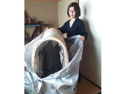 (1)布団などの布製品を、専用カバーで包んで加熱⇒中にいるダニなどを死滅させます!