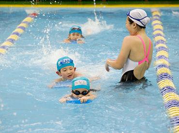 バタ足の使い方、腕の動かし方など、 泳ぎの基礎からしっかり教えます。