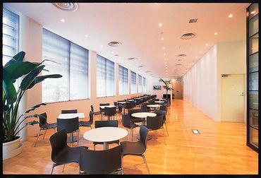 \8月から新オフィスでお仕事♪.*/ 建物内に飲食テナントやコンビニの併設予定もあり★ (写真は那覇市のオフィスです)
