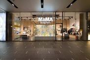 ミーナ京都1階のロフト内にある店舗!ガラス張りの洗練された店内は、落ち着いた雰囲気でまるで美術館に訪れたような感覚♪