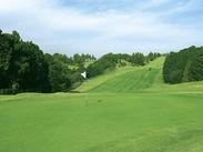 緑に囲まれて、リフレッシュしながら働きませんか? ゴルフが好きな方も大歓迎ですよ!