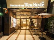 天井が高くて開放的なお店★紅茶や焼き立てのワッフルの香りに包まれながら、ゆったり接客できますよ◎