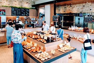 """【店舗Staff】。★本とドリンクを楽しむ、おしゃれ空間★。""""MORIOKA TSUTAYA""""内のカフェで≪週1日~≫のシフト柔軟バイト♪*▼社割あり!"""