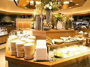 【ブッフェレストラン八献】 和モダンな店内がオシャレなブッフェレストラン.+*接客少なめだからバイト初心者さんも安心ですよ◎