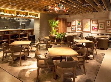 【店舗STAFF】ホテルライクのおしゃれな空間♪ハイセンスな店内は居心地のよさバツグン◎口コミでも高評価★厳選ワインと料理が人気♪