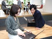 社内は若いスタッフが多数活躍中!風通しが良く話しやすいので働きやすいという声も♪