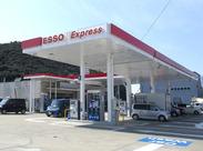 セルフのガソスタなので、給油はお客様ご自身で♪「パネルの使い方が分からない…」そんな時にご案内すればOK!