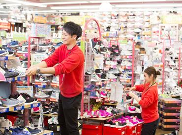 スニーカー・パンプス… \靴好きには、たまらない品揃え★/  お財布に優しい、社割あり♪ 安心の社員登用あり!