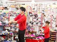 地域最大級の商品数が人気のヒミツ! 店内にはパンプス~有名ブランドスニーカーまで幅広い商品がズラリ*゜