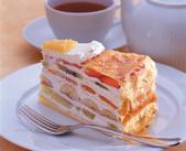 ミルクレープなどの定番メニューから季節のフルーツを使用したケーキを提供するハーブスのテイクアウトショップです。