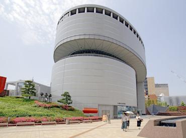【ミュージアムショップ販売】さわって遊べる展示場やプラネタリウムが大人気の大阪市立科学館!ミュージアムショップでグッズの販売をお願いします。