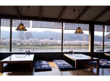 桜の時期になると、北上川沿いの桜並木がキレイに色づきます 絶景を眺めながらお仕事するのも楽しみの1つです♪