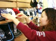 男の子向けのブランドですが、女性スタッフが多数活躍中♪洋服のたたみ方から丁寧に教えますので、未経験でもご安心下さい!