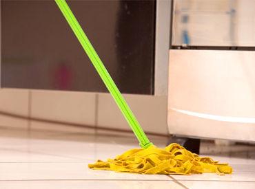 開店前のスーパーのお掃除をお任せ♪重い掃除用具などもないので安心して働けますよ◎ ※画像はイメージ。