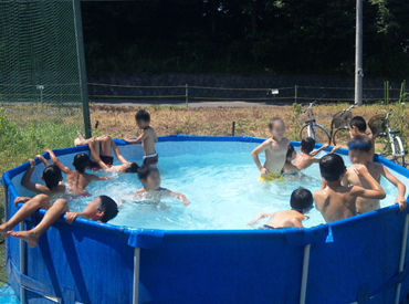子どもたちはみんな遊ぶことに一生懸命♪ 見ているだけでパワーをもらえます* 夏だからプールなどでも元気いっぱいです!