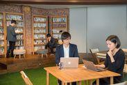 《オシャレ空間♪》まるでカフェ⁉オフィスとは思えないほどキレイ◎私服・ネイル・ピアスなどOK!自分らしく働けます!