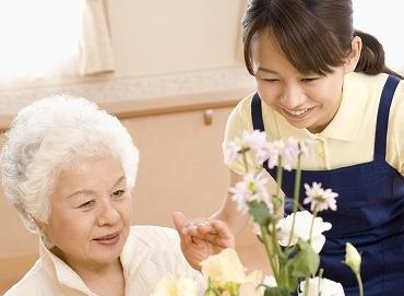 【施設STAFF】おじいちゃん,おばあちゃんと一緒に食事して、沢山お話し..♪≪資格は不要≫介護について少し学びたいという方にもオススメ◎