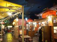 """【昼でも""""アジアの夜市""""みたい!?】 一歩足を踏み入れればまるで海外!入口にはタイで有名な『トゥクトゥク』もあります★"""