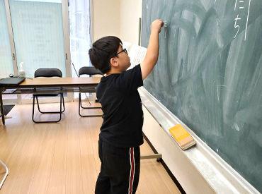 """小・中学生に勉強を教えていただきます! 個別なので大人数を見ることはなし♪ お給料は""""手渡し""""◎"""