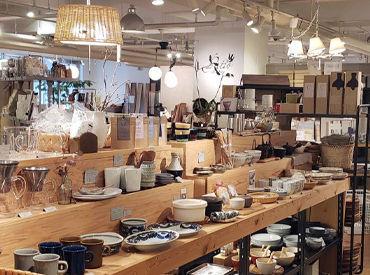 【雑貨販売STAFF】お店はとっても落ち着いた雰囲気*゜キッチン雑貨や文房具、アロマ、洋服、鞄など…選りすぐりの素敵な雑貨が集まっています!
