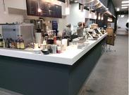 開放的なキッチンと、木目調な空間はオラクルの社員さん、CafeテリアStaffの間でも好評♪青山の景色も一望できますよ☆彡